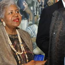 Mary Ella Smith dies at 80; 'First Fiancee' of Mayor Washington - Chicago  Sun-Times