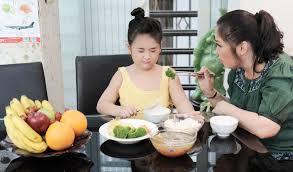 Đây là những sai lầm phổ biến khi mẹ đối phó với trẻ biếng ăn