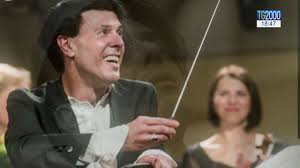 Addio a Ezio Bosso. Pianista, compositore e direttore d'orchestra ...