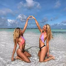 صور الفتيات الجميلات في ملابس السباحة على الشاطئ 47 صور صور سخيفه