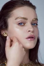 الحواجب الذهبية آخر صيحات الموضة على الانستغرام رائج