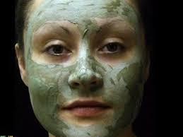 make a homemade aloe vera mask