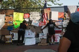 Violence Gives Way To Street Fair Vibe Outside White House The Boston Globe