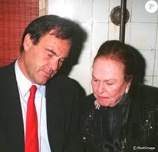 Oliver Stone : Mort à 93 ans de sa maman, la Française Jacqueline Goddet -  Purepeople