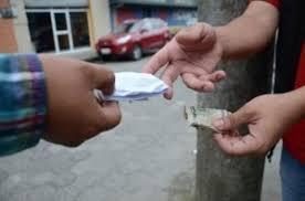 los-puntos-de-ventas-de-drogas-son-los-unicos-negocios-que-pueden-tener-sus-puertas-abiertas-durante-el-toque-de-queda-en-sfm