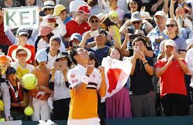 全仏オープンテニス第6日 勝った錦織圭と観客