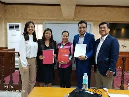 All smiles for the successful thesis... - PLM Graduate School of Law |  Facebook