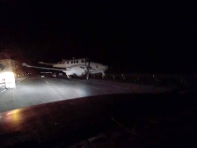 """Resultado de imagen de Narco plane lands on Bacalar-Mérida highway"""""""