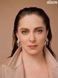 Rachel Bloom Talks Buying Her Own Emmys Gown | Pretty people, Rachel, Beauty