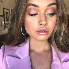 metallic lips pink makeup look min
