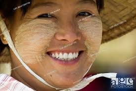 myanmar mand mingun a smiling