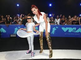 Bold Barbarellas at 2017 MTV VMAs ...