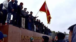 Eski Kırgızistan Cumhurbaşkanı Atambayev'in taraftarları da cezaevinden  çıkarıldı