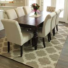 awesome rug under dining room table
