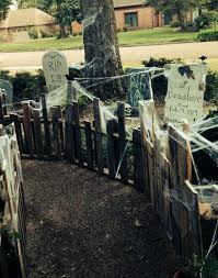 Spooky Halloween Graveyard And Fence Ideas