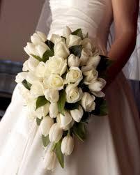 مسكات عروس احمل بوكيه ورد للعروسة احساس ناعم