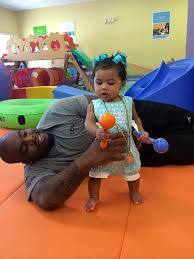 File:NFL Chicago Bears DT Ego Ferguson and his daughter Farrah ...