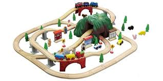 100 piece mounn town wooden train set