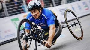 Alex Zanardi travolto durante gara, ferito gravemente - Cronaca