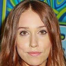 Who is Sarah Sutherland Dating Now - Boyfriends & Biography (2020)