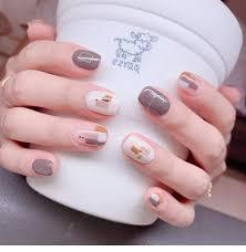 grey short nails design chiclas uk