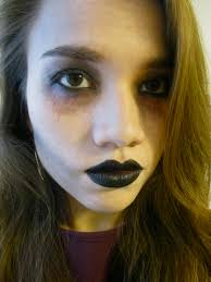 easy zombie makeup that you can do with