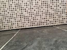 filling gap between vinyl floor and