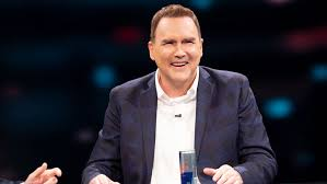 Norm Macdonald Has a Show' Review: Netflix Series is Stilted, Strange -  Variety