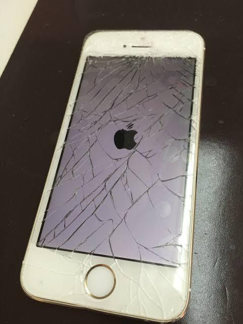 "「iPhone 画面割れ」の画像検索結果"""