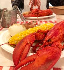 Fresh Maine lobster at local favorite ...