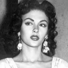 Rita Moreno | Rita moreno, Latina beauty, Classic beauty