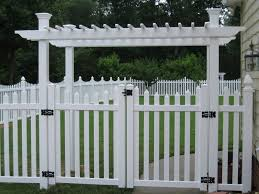Eco Friendly Fence Not Only Economical But Also Low Maintenance Vinyl Fence Pvc Fence Cheap Landscaping Ideas