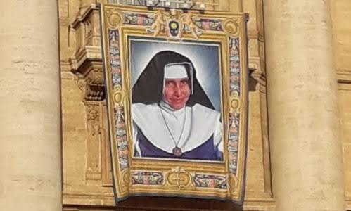 Resultado de imagem para Irmã Dulce tem imagem na praça de São Pedro