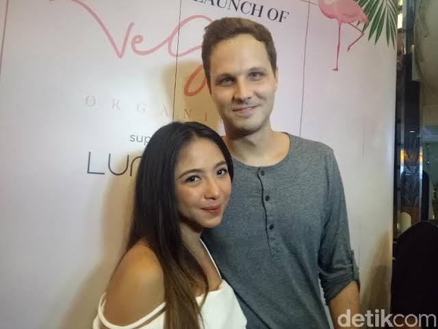 """Image result for Nadia Vega dan Sultan Yaar Jorik Dozy/detik"""""""