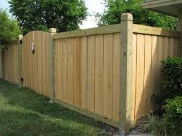 Wood Capped Board On Board Fence Mossy Oak Fence Company Orlando Melbourne Fl Fence Gate Design Backyard Fences Fence Design