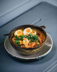 How to Make an Authentic Prawn Laksa ...
