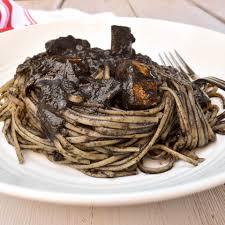 Linguine pasta 'al nero di seppia ...