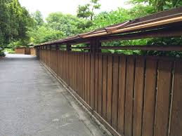 Slanted Roof For The Fence In Japanese Style Zen Garden Japanese Garden Front Courtyard