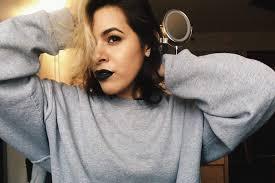wear too much make up
