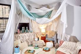 An Interior Designer S Tips For Building An Awesome Indoor Fort Indoor Forts Living Room Fort Build A Fort