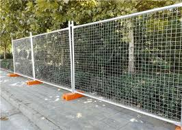 2 4 2 1m Durable Temporary Wire Mesh Fence Removable Welded Mesh Fencing