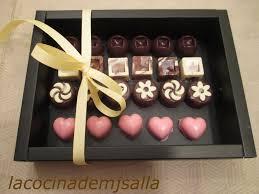 Bombones De Chocolate Negro Manchados De Chocolate Blanco