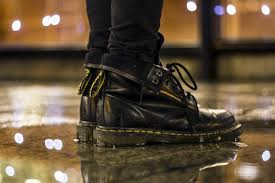 how to wear dr martens men s outfit