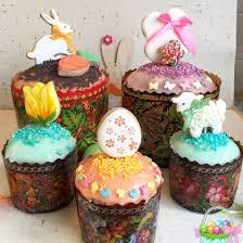 По традиции в #чистыйчетверг пекут #куличи , красят #яйца ...