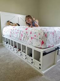 Kids Bed With Toy Horse Stable Underneath It Such A Cool Idea Horse Girls Bedroom Horse Bedroom Horse Room Decor