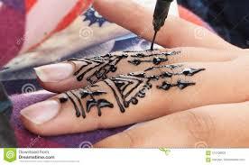Henna Tatuaze Stawia Na Dziewczyny Rece W Maroko Obraz Stock