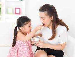 Khi nào nên cho bé ăn các sản phẩm làm từ sữa? • Hello Bacsi