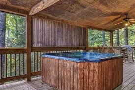 2 bedrooms pool hot tub fireplace