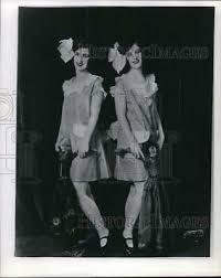 1970 PRESS PHOTO Flossie Smith Jones shown with Theatrical Studio ...