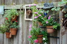 ideas to decorate your garden fence